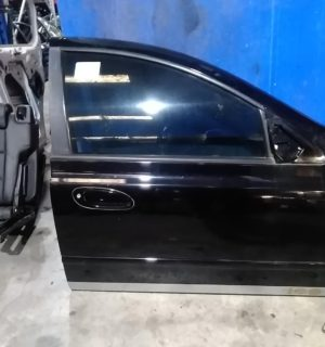 2004 FORD FAIRMONT RIGHT FRONT DOOR