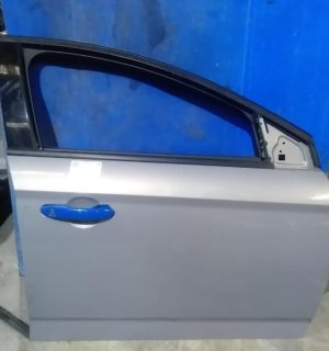 2013 FORD MONDEO RIGHT FRONT DOOR